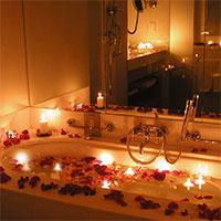 Романтический приём ванны на годовщину