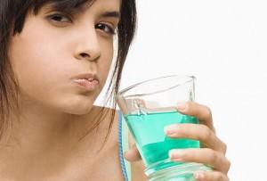 Избавления от неприятного запаха изо рта полосканием