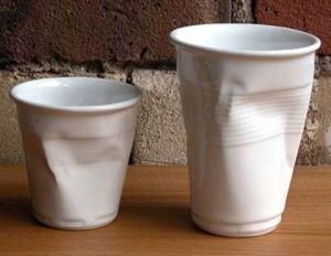 Помятая чашка-стаканчик