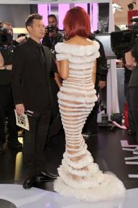 Платье Рианны на Гремми 2011 (фото №6)