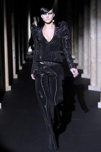 Мода в Париже Thierry Mugler Fall 2011 (Фото 4)