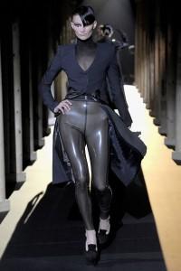 Мода в Париже Thierry Mugler Fall 2011 (Фото 8)