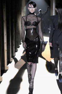 Мода в Париже Thierry Mugler Fall 2011 (Фото 9)