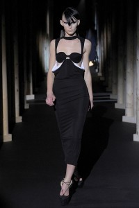Мода в Париже Thierry Mugler Fall 2011 (Фото 10)