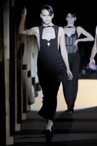 Мода в Париже Thierry Mugler Fall 2011 (Фото 11)