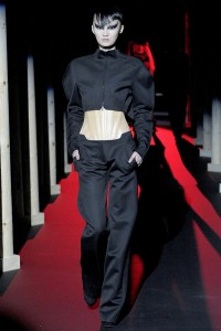 Мода в Париже Thierry Mugler Fall 2011 (Фото 13)