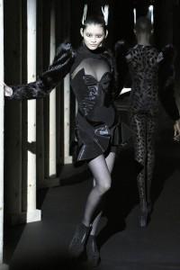 Мода в Париже Thierry Mugler Fall 2011 (Фото 29)
