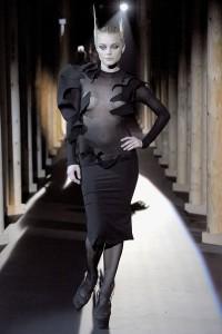 Мода в Париже Thierry Mugler Fall 2011 (Фото 30)