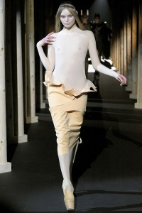Мода в Париже Thierry Mugler Fall 2011 (Фото 31)