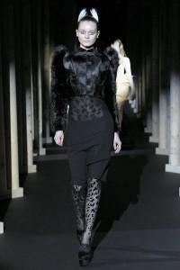 Мода в Париже Thierry Mugler Fall 2011 (Фото 32)