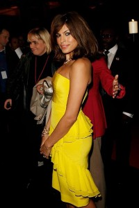 Ева Мендез в желтом платье