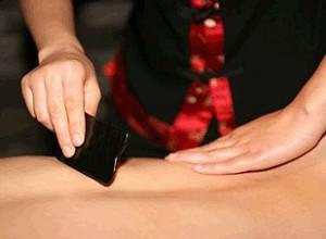Выполнение массажа Гуаша