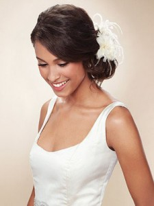 Свадебные украшения: цветы и перья (фото 1)