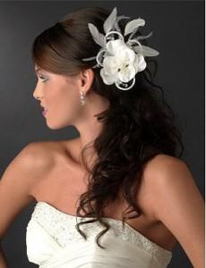 Свадебные украшения: цветы и перья (фото 2)