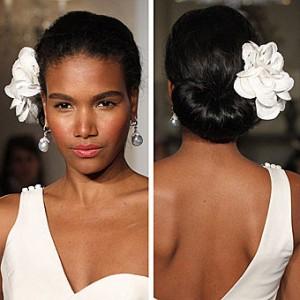 Свадебные украшения: цветы и перья (фото 3)