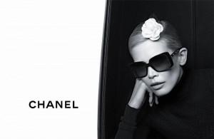 Клаудия Шиффер и коллекция очков Chanel (фото 3)