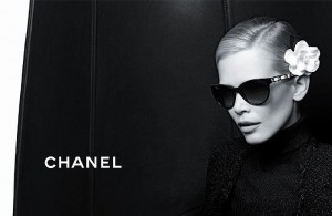 Клаудия Шиффер и коллекция очков Chanel (фото 4)