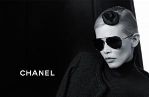 Клаудия Шиффер и коллекция очков Chanel (фото 5)