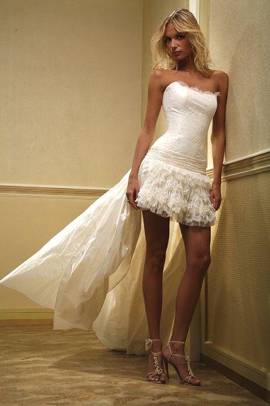 Свадебное платье с голубым бантом