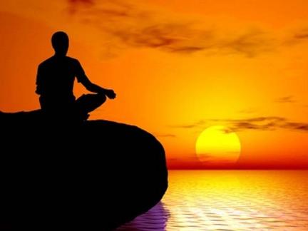 Практиковать медитацию