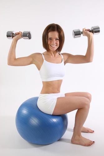 Комплекс упражнений для увеличения груди с гантелями