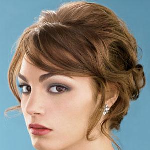 Вечерние прически на средние волосы 5