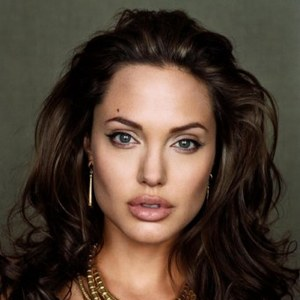 Анджелина Джоли будет играть саму себя