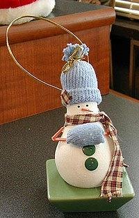 Новогодние игрушки из лампочек - фото 11