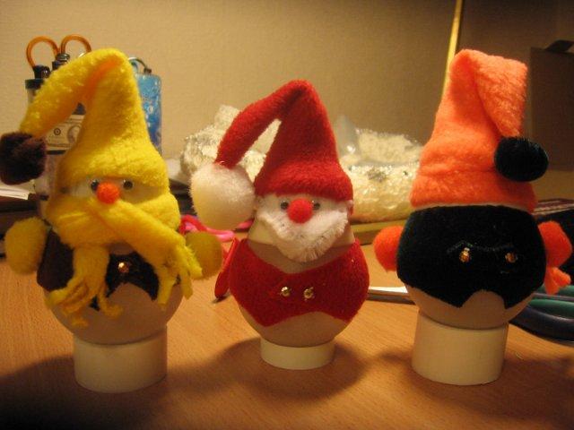 Новогодние игрушки из лампочек - фото 17