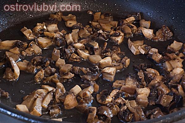 Спагетти с грибами и сосисками - фото 4