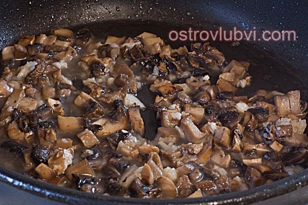 Спагетти с грибами и сосисками - фото 5