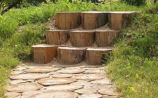 Дорожка из спилов дерева - фото 6