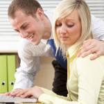 Что делать, если шеф с Вами флиртует?