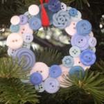 Новогодние игрушки из пуговиц - фото 24