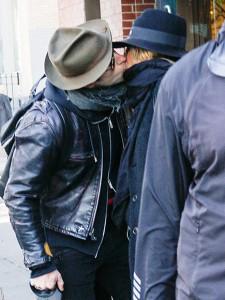 Дженнифер Энистон и ДжастинаТеру подловили во время поцелуя