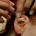 Как избавиться от пробки в ухе