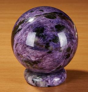 Камень чароит